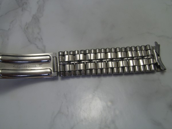 JIT : Vintage NOS 1970s 18mm Curved End Stainless Steel Bracelet