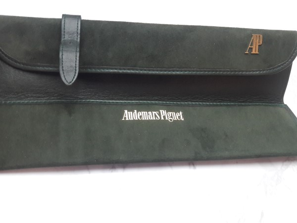 AUDEMARS PIGUET : RARE GREEN SUEDE / LEATHER PRESENTATION WATCH BOX