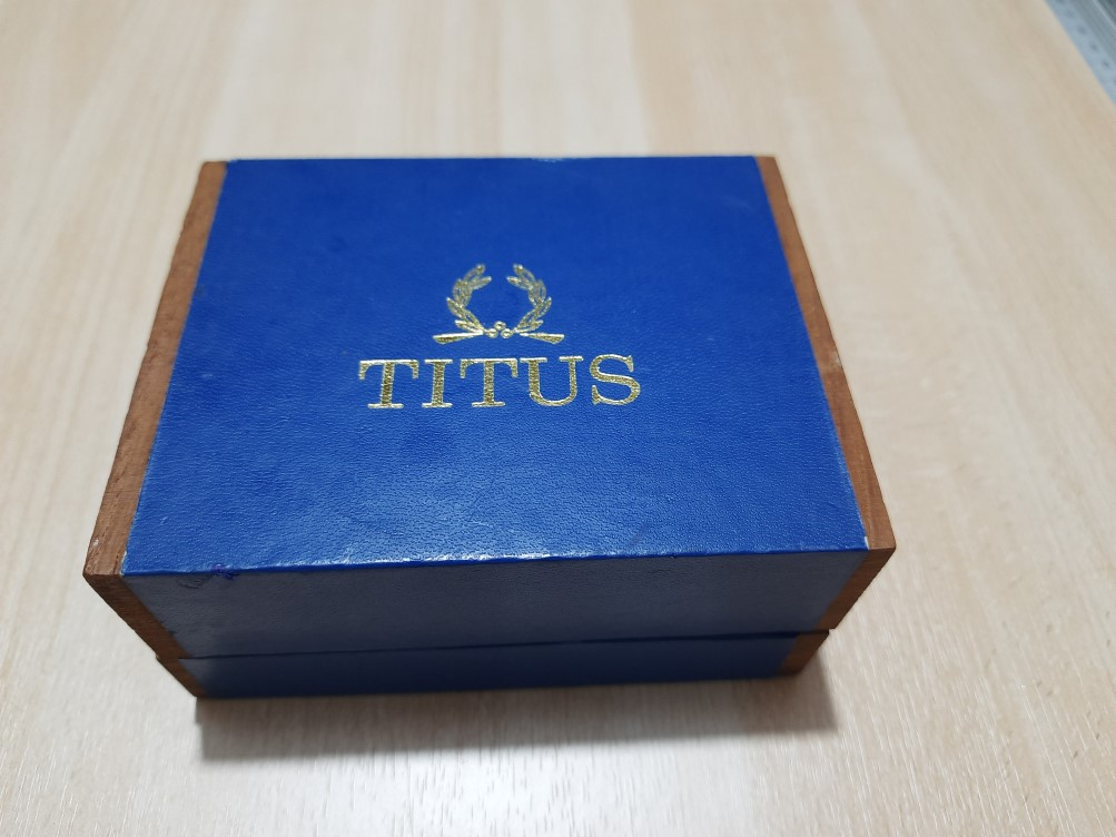 EXTREMELY RARE 1960-70'S TITUS WOODEN PRESENTATION BOX FOR CALYPSOMATIC